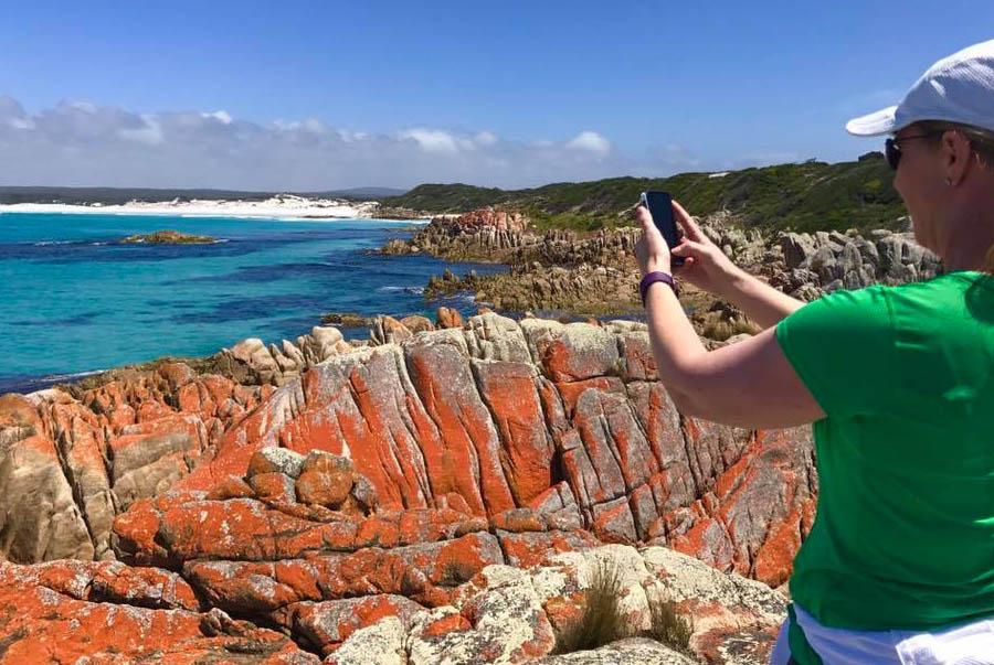 Bay-of-Fires-Pack-Free-walk-Tasmania